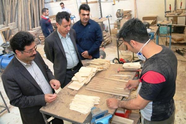 بازدید فرماندار سنندج از کارگاه های صنایع دستی
