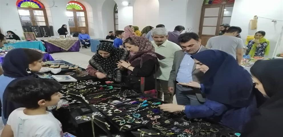 بازدید سرپرست اداره کل میراث فرهنگی بوشهر از نمایشگاه صنایع دستی آوای دستان زنان جنوب